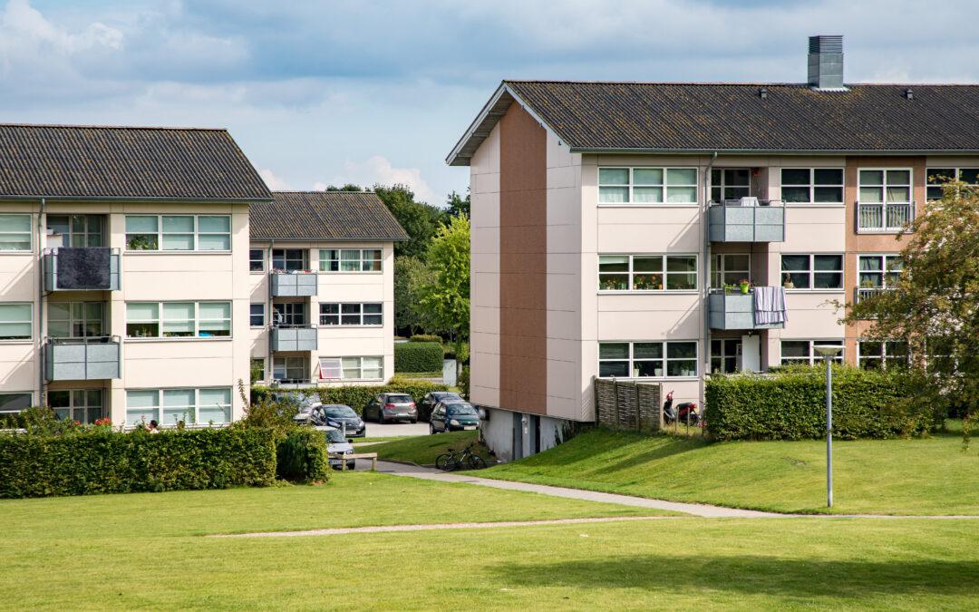Kommune og boligforening vil nedrive færre boliger i Nørager og Søstjernevej m.fl. end regler siger